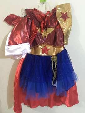Se alquila disfraz de mujer maravilla / wonder woman