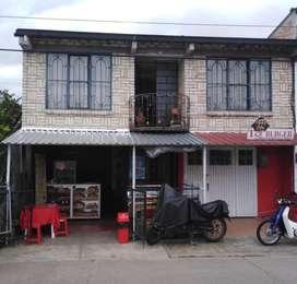 Casa bien ubicada  para vivir y alquilar locales