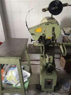 Máquina alemana para coser libros , revistas, folletos, al caballete, o plano