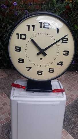Reloj marca SIMPLEX (USA) (c. 1960)  Tipo estación, escuela, fabrica, hospital