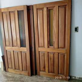 Portón de cedro