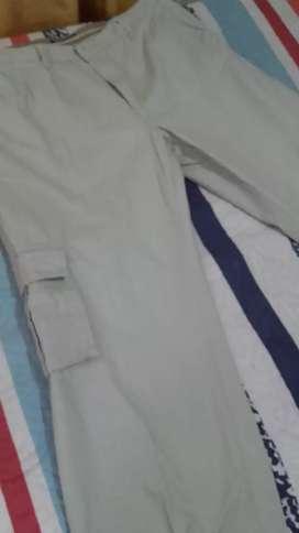 Pantalón Cargo de Gabardina