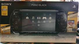 PSP 2010, como nueva, sin bateria, con todos los accesorios, 2 juegos, estuche original, perfecto estado. Sin bateria segunda mano  Villa Riachuelo, Capital Federal