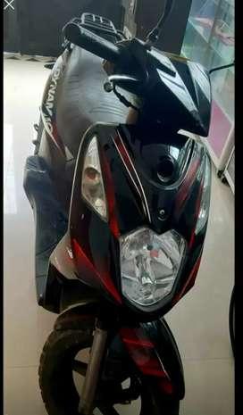 Se vende moto akt 2011
