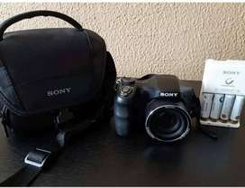 Cámara Sony modelo dsc-h100