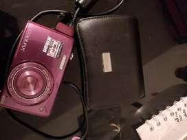 Cámara Nikon coolpix morada