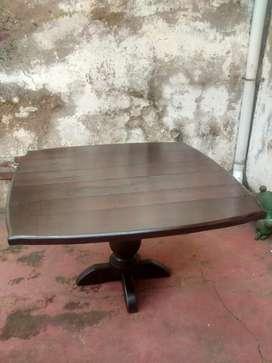 Mesa de algarrobo