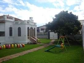 Casa de arriendo con áreas verdes, Av. Loja, Cuenca, R127