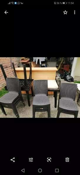 Vendo 1 barra 4 mesas 8 sillas y una picadora de papas