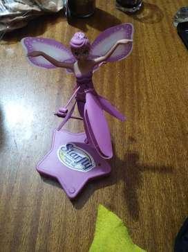 Muñeca voladora a pilas excelente estado