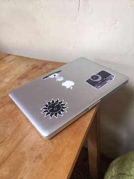 Macbook pro 2010 - 13 pulgadas - 8gb ram - 500 gb almacenamiento - 2,3 GHZ intel core i5