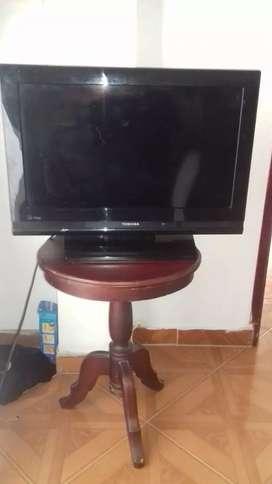 Se vende televisor con mesa