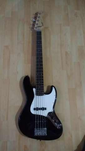 Bajo Squier jazz bass 5 cuerdas (negociable)
