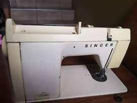 Maquina de coser singer electrónica