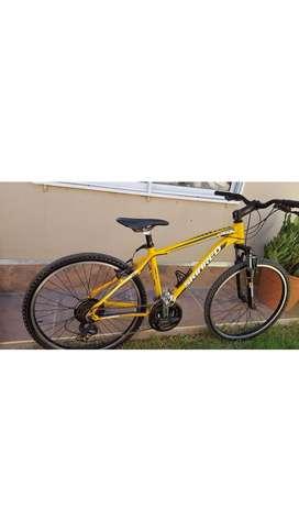 Bicicleta marca sinkerd, rodado 26 Talle M, Todo Shimano, Tiene 3 y 7 velocidades