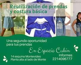 Taller de reutilización de prendas y costura básica en Espacio Cukin Berisso