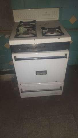 Ventana aluminio,cocino, horno de empotrar,mesada ACE inox, tanque agua, grifería