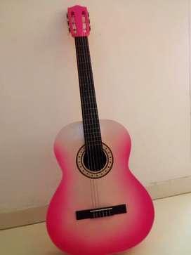 Se vende guitarra sin utilizar en excelente estado