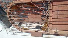 Puerta y reja de metal