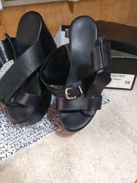 Sandalias negras con plataforma Sarkany