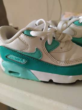Zapatos de niña Nike talla 23