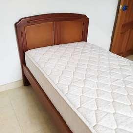 Cama sencilla, en perfecto estado y colchón.