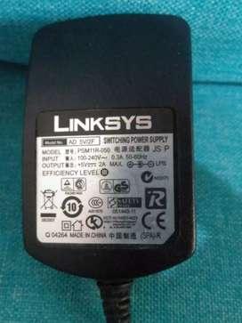 Cargador de voltaje corriente de 5 voltios 2 Amperios Linksys