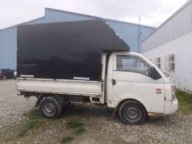 Hyundai - H100 con caja cubierta para hacer fletes.