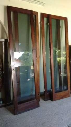 Puerta Balcon de Cuatro Hojas de Cedro