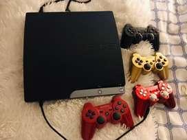 Vendo PlayStation 3 , con 4 controles y 9 juegos originales
