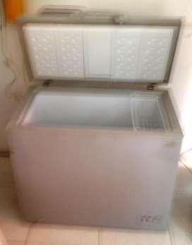 vendo o permuto Congelador enfriador 198 litros