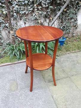 Mesa antigua de madera Thonet. Dos planos de apoyo.