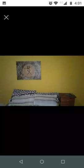 Vendo casa de pasillo,rosario zona sur,dos dormitorios,cocina comedor y living,y dos patios !!