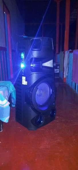 Hermosa torre de sonido Sony V73D