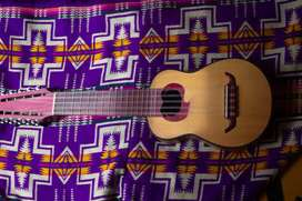 Charango de lujo, estilo Ayacuchano, construido por luthier