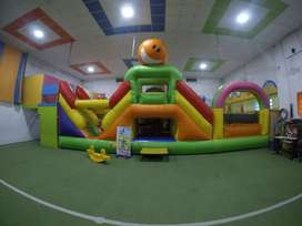 Inflable gigante 13 m x 7,5 m x 6 m