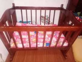 Cuna para bebe niña con su colchoneta