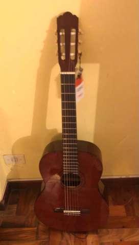 Excelente guitarra Marca DÁddario  de concierto a estrenar