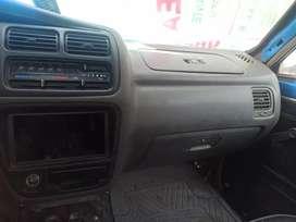 Camioneta Toyota Hilux petrolera recién reparada