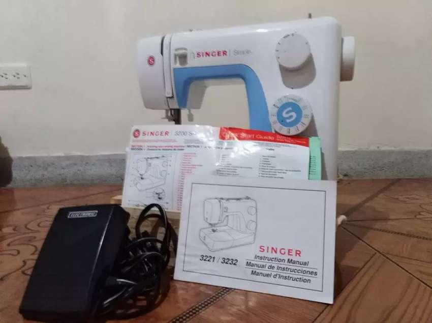 Maquina de coser singer en buen estado poco uso 0