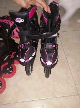 Se venden patines de niña