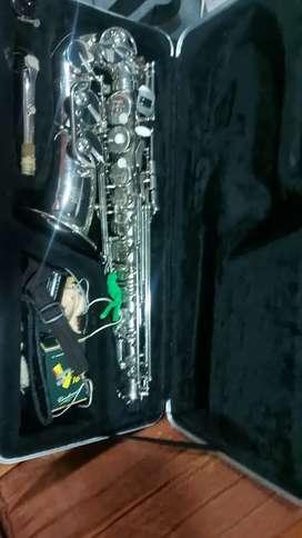 Vendo por necesidad económica,  excelente Saxofón   marca Amati