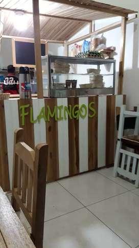 Se vende local comercial para desayunos almuerzos y comidas rapidas excelente ubicación lo remato
