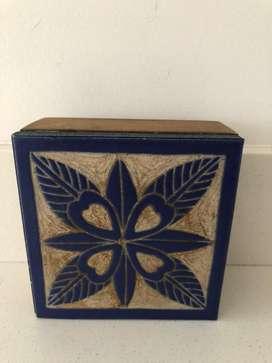 Caja flor - cerámica y madera