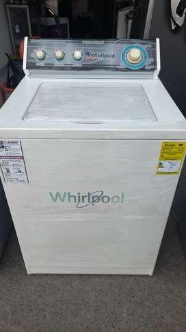 Vendo lavadora  whirlpool blanca de 34 lb totalmente funcional