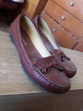 Zapatos Mocasines de Cuero, sin Uso.