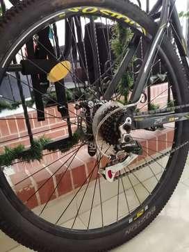Bicicleta rin 29 marca boston de segunda  tan solo 2 meses de uso