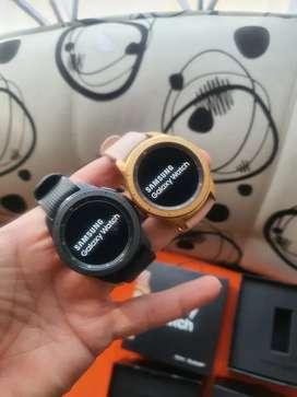 Samsung Galaxy Watch 42mm dorado o negro, caja y accesorios!!