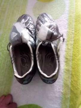 Guayos Adidas talla 39