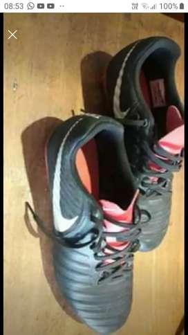 VENDO Botines Nike tiempo Originales